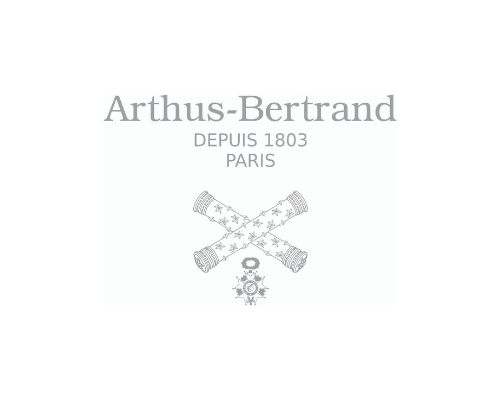 The logo of Arthus Bertrand which created bracelet draw from the balustrade of the stair of the Hostel of Lisleferme in which the Museum of Bordeaux – Science and nature presente his collections of specimens.