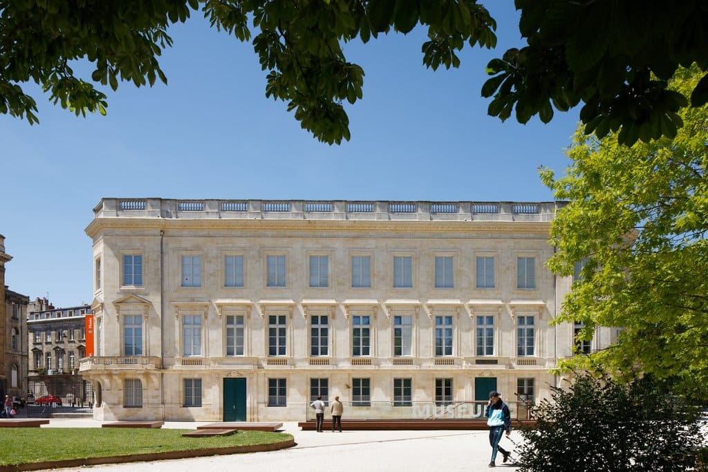 The construction work of renovation and extension took three buildings whose the Hôtel of Lisleferme which welcome collections presented to the public. The old museum of natural history of Bordeaux is now named Museum of Bordeaux – science and nature.